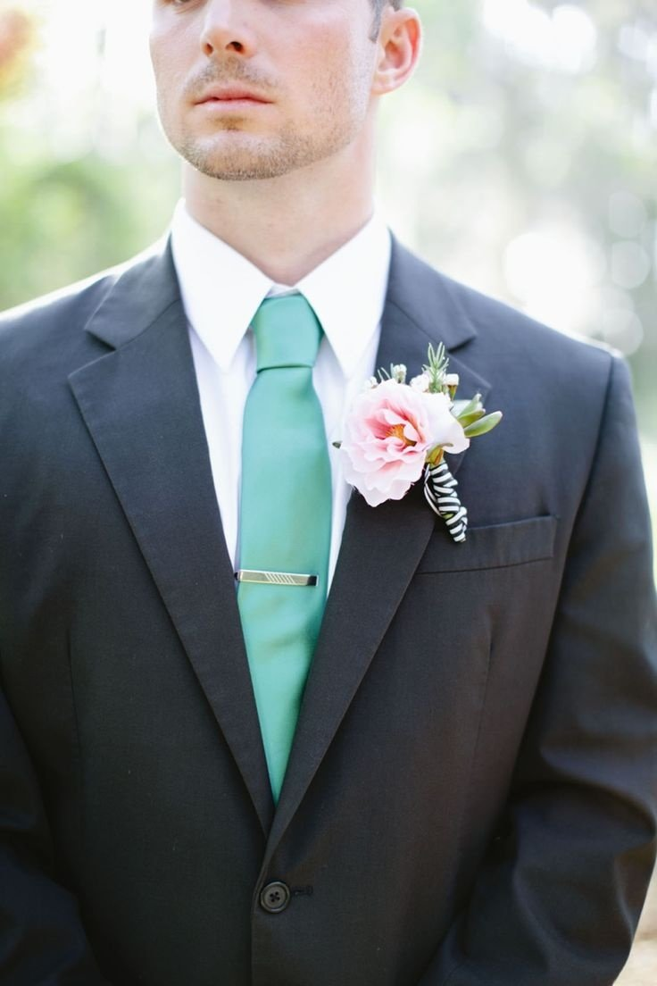 цвет рубашки к черному костюму жениха фото