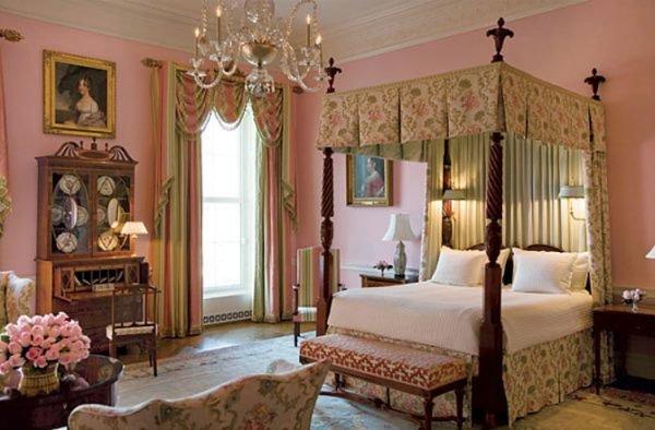 Спальня в викторианском стиле.