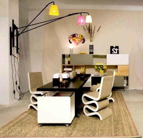 Освещение в домашнем кабинете в сочетании с уютным декором воспроизводит атмосферу, в которой удобно решать деловые вопросы или просто отдыхать.