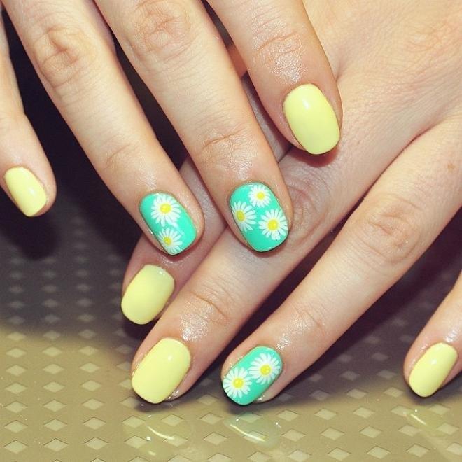 Желтые ромашки на ногтях фото