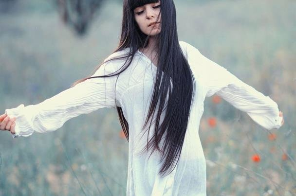 фото девушка чёрноволосая