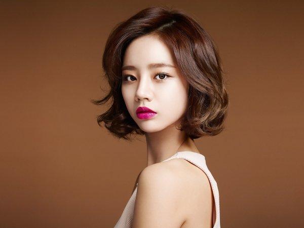 Корейские сериалы любят не только из-за красивых актеров и интересного сюжета. Многие поклонники с удовольствием копируют стиль и мейкап любимых актрис.