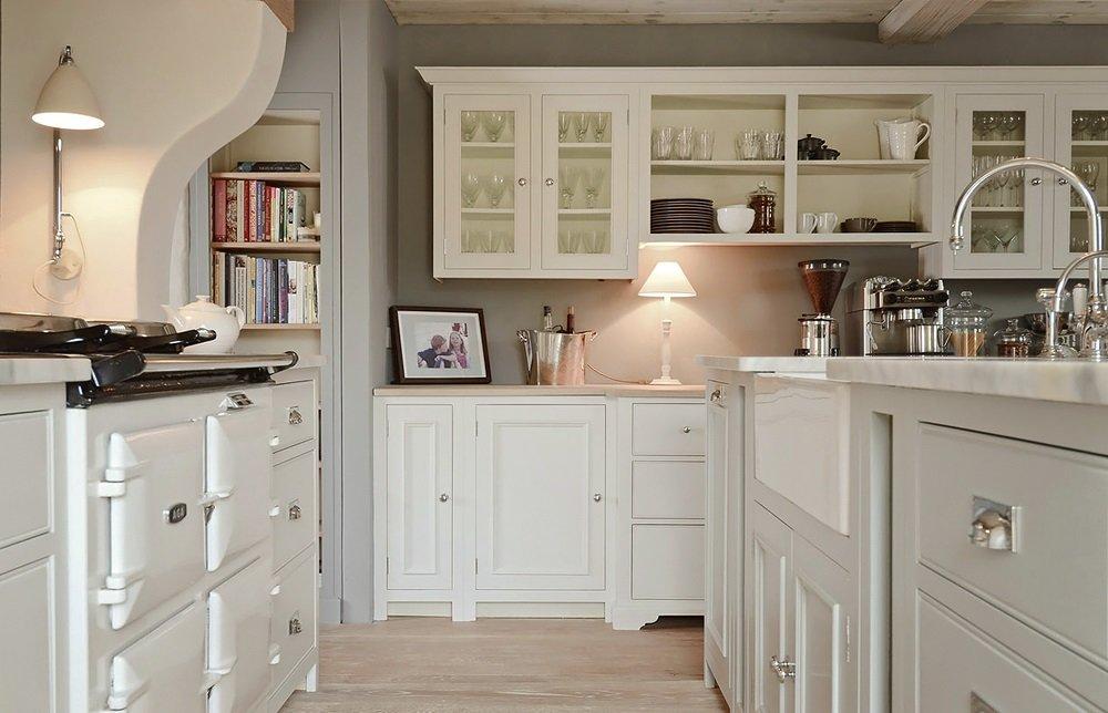 красивая белоснежная кухня