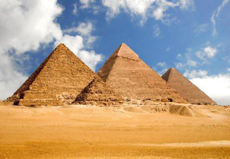 Известные пирамиды Гизы Это древнейшая туристическая достопримечательность. Также ее считают символом древнеегипетской цивилизации