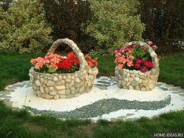 декор для клумбы из камней