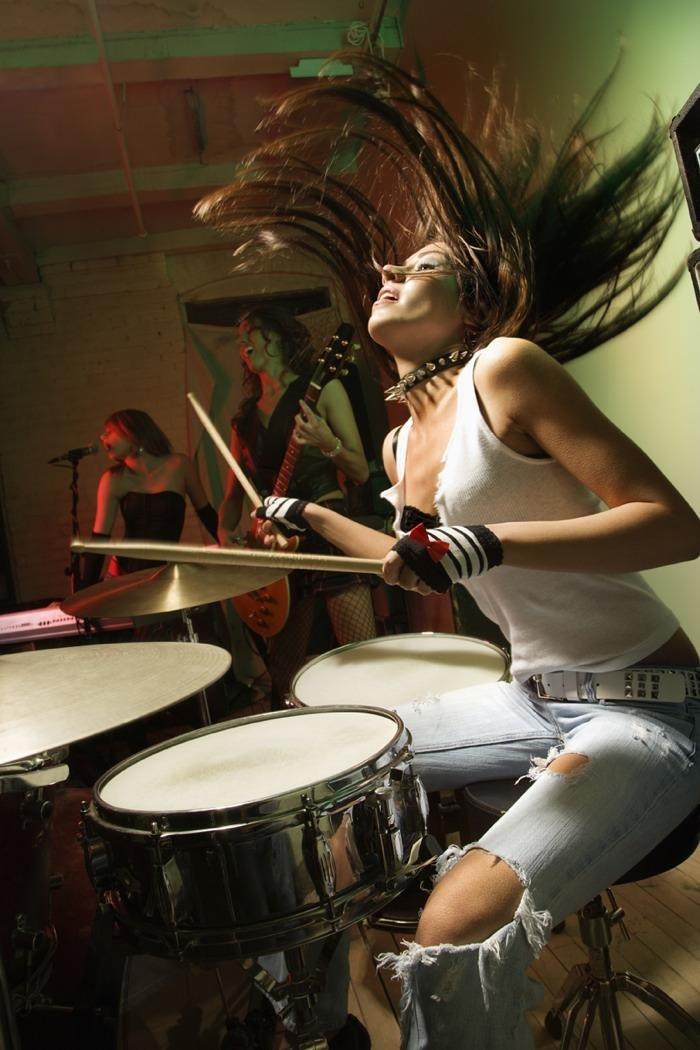 барабаны девушка