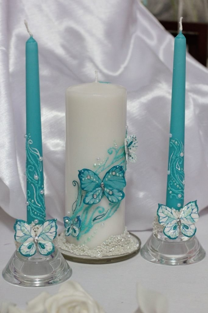 бирюзовая и белая свечи