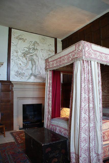 Прекрасные фото  самых знаменитых домов Англии XVIII века наглядно иллюстрируют истинно английский стиль в интерьере.