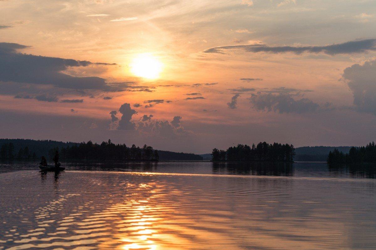 найти фотографии озер на закате прикольная