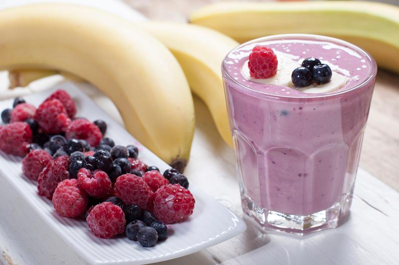 Картинки по запросу смузи с бананом и ягодами