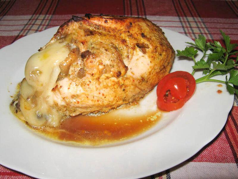 Индейка фаршированная (грудка) жаренными грибами , луком и сыром