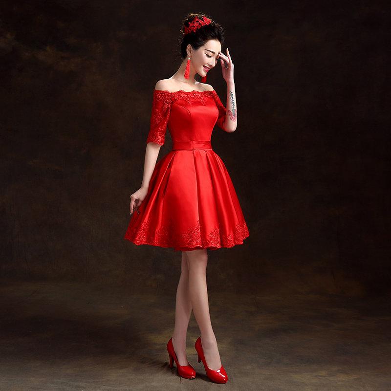 Красное пышное платье по колено