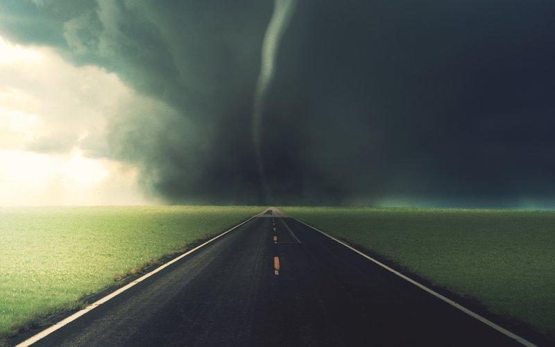 2560x1600 Обои небо, дорога, торнадо, асфальт, разметка, полоса, чернота, тучи