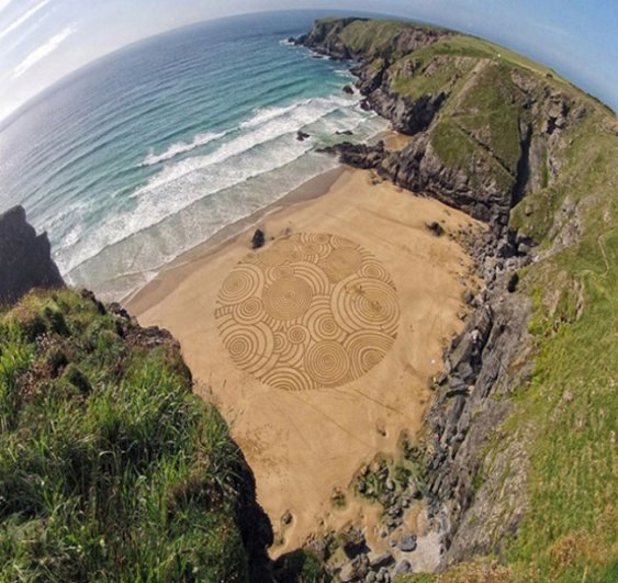 Дудл на песке