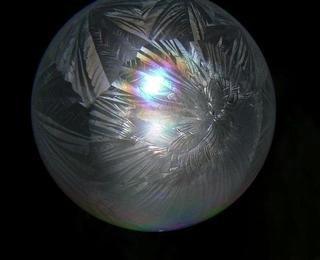 Как заморозить мыльные пузыри