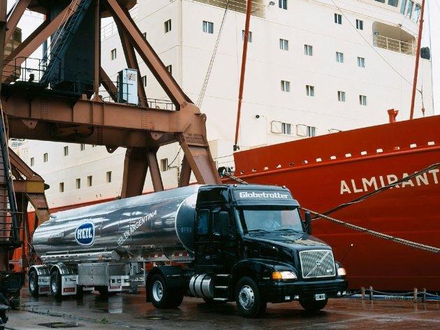 Обои Тягач Volvo NH12 2004, фото, картинки