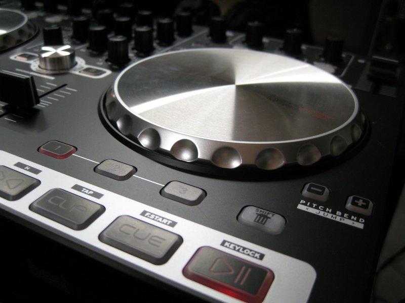 Обзор DJ контроллера Reloop Beatmix