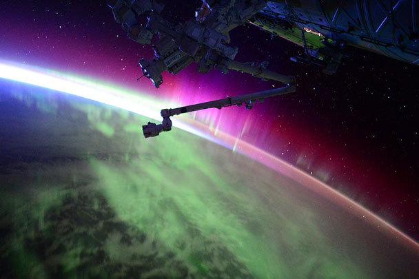 ВЗГЛЯД / Опубликована фотография северного сияния, сделанная из космоса