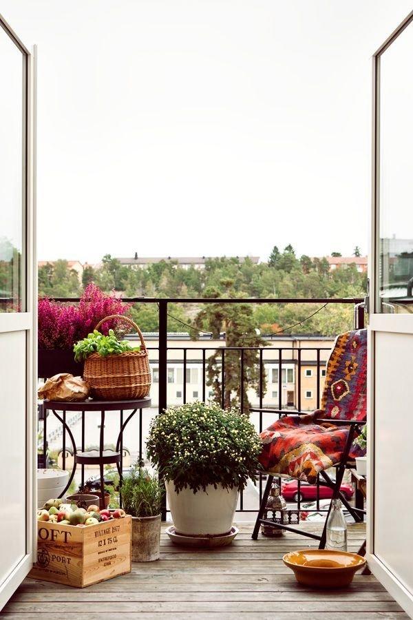 Весной самое время разобрать склад старых вещей на балконе и.