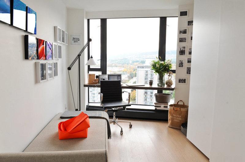 Домашний кабинет в современном стиле - Маленькая площадь (большое окно)