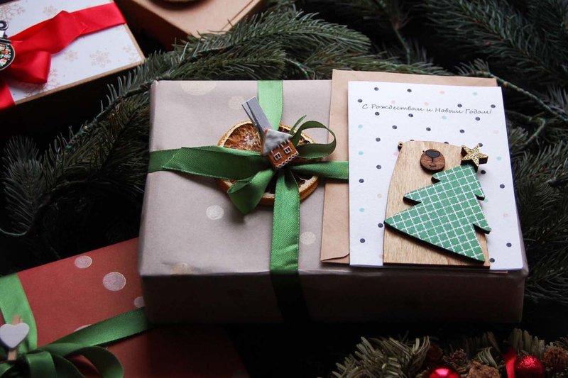 Стильные и эффектные упаковки для подарков - бумажная стружка, крафт-пакеты и коробки, подарочная бумага и тишью, а также готовые наборы для упаковки подарков.