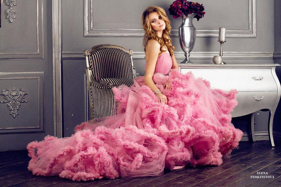 чистота нации смотреть связана в платье розовом девушка заключении