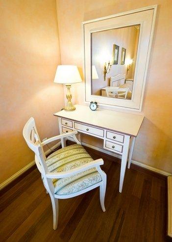 дизайн столика с зеркалом