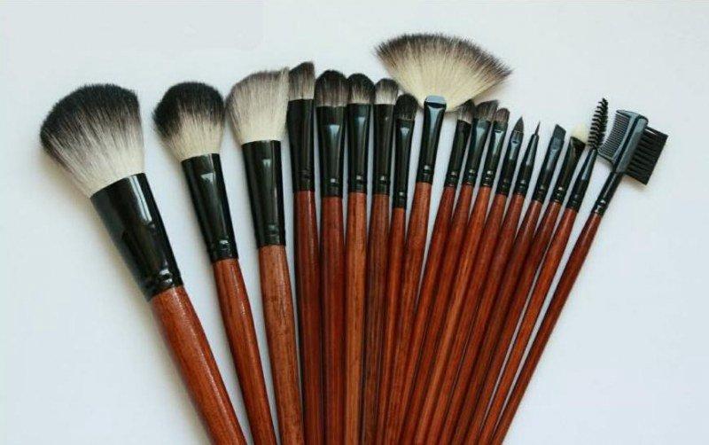 КАКИМИ кистями наносят профессиональный макияж :: как пользоваться кистями для макияжа :: Аксессуары и бижутерия :: KakProsto.ru: как просто сделать всё