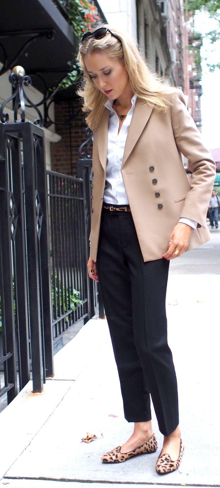 Лоферы с классическими брюками и пиджаком – фото новинки сезона