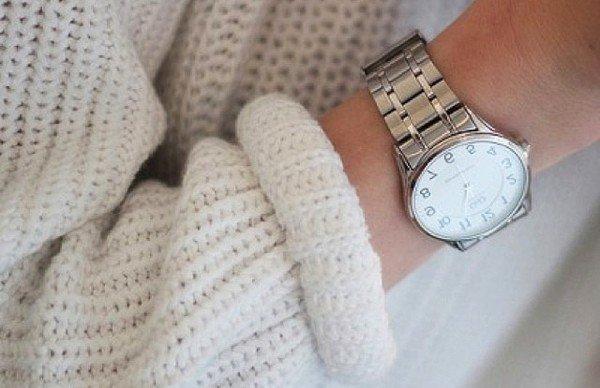 Модные сдержанные часы