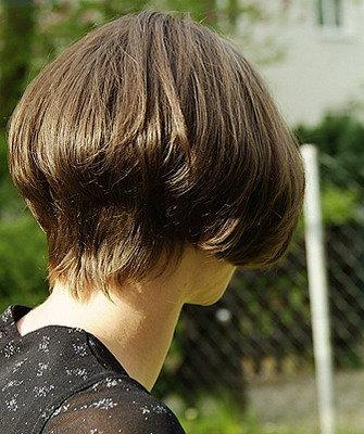 Стрижки волос: каре на ножке 2016 (приподнятое, короткое, с удлинением, классическое) с фото и видео