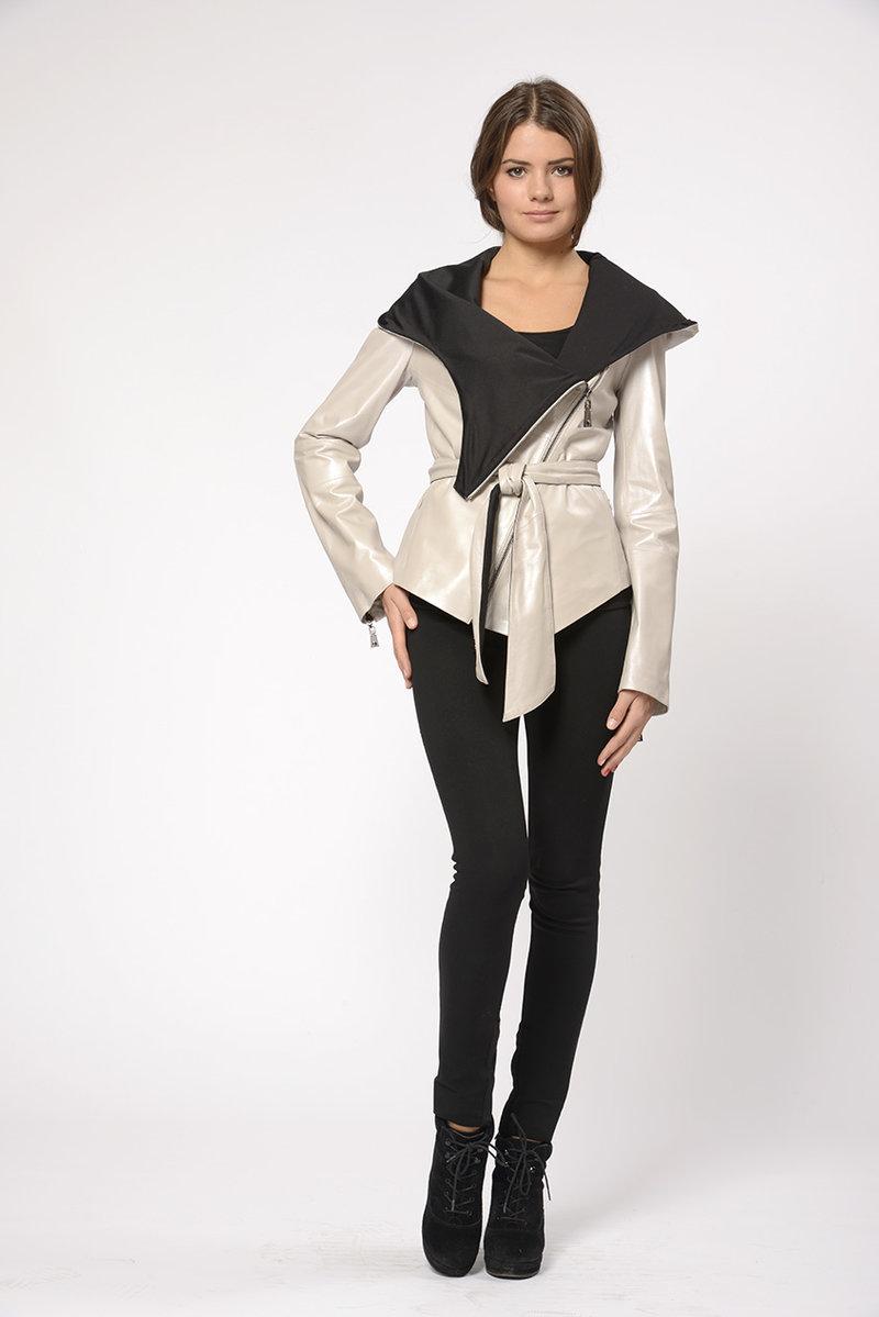 Женская куртка Fiomio FMW14-0553 с объемным капюшоном в интернет магазине kozha.ru