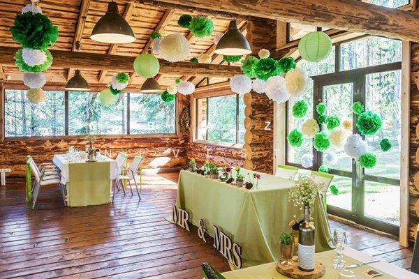 Сентиментальная свадьба в деревянном доме