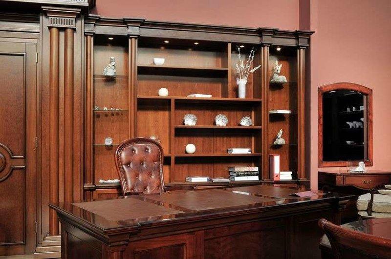 Классический кабинет  с красного дерева
