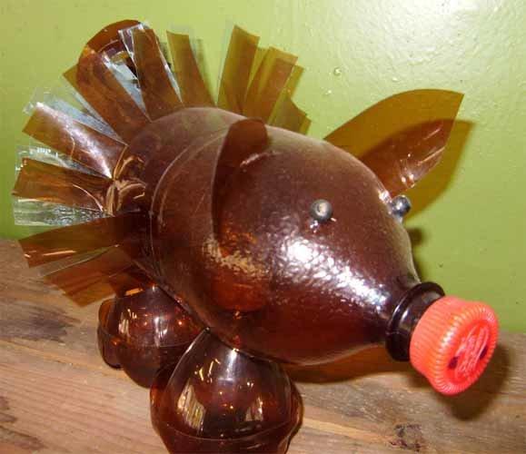 Поделки. Поделки из пластиковых бутылок. Поделки своими руками из пластиковых бутылок. Поросенок из пластиковых бутылок. Вид прямо