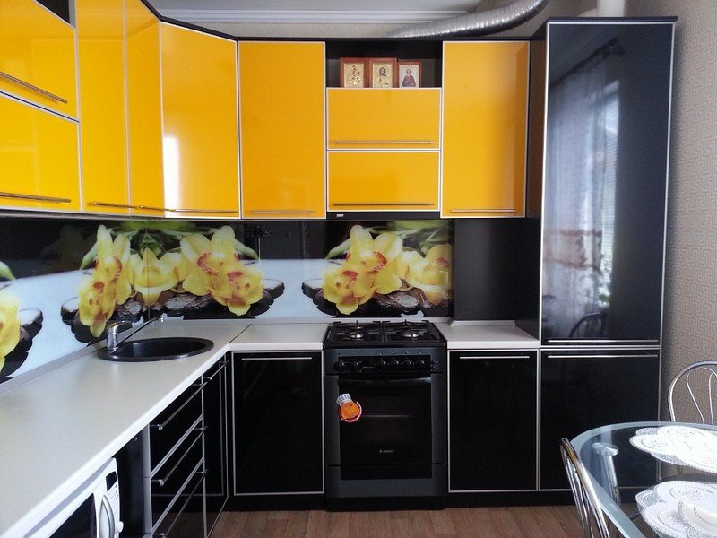 чёрно жёлтая кухня фото
