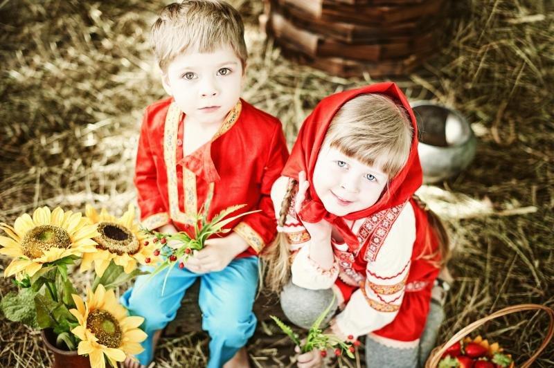 Картинка русской девочки и мальчика