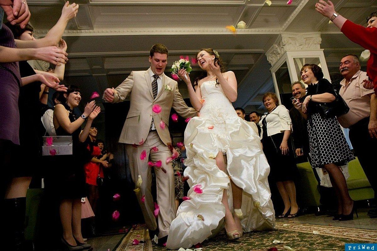 невеста обслужила гостей ласкают писечки