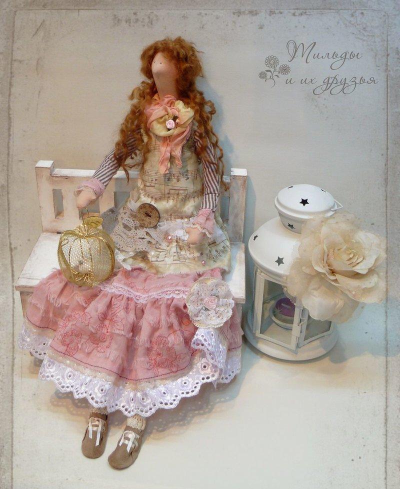 Кофейная тильда в нежном платье.