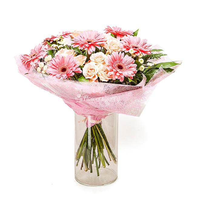 Собрать букет из гербер и кустовых роз