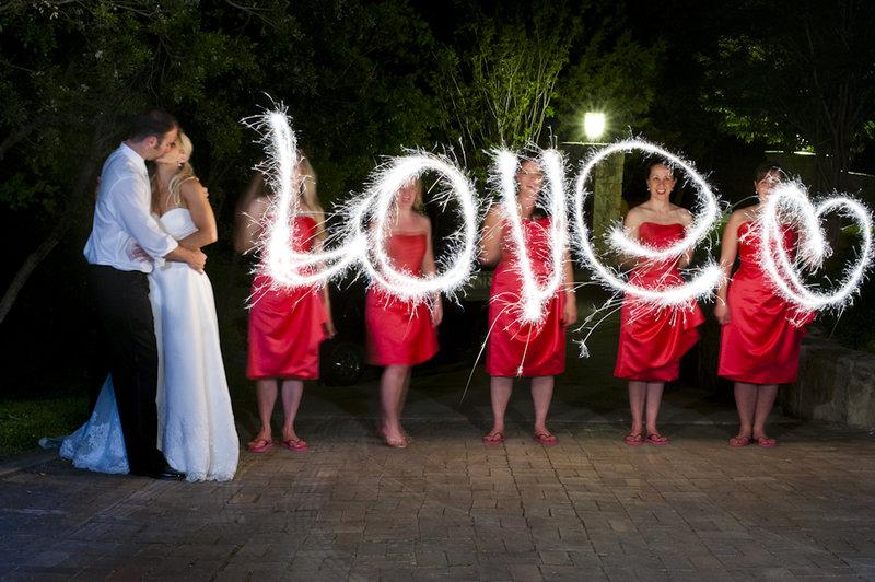 Свадьба в красном цвете: оформление, фото жениха и невесты, букет и аксессуары. Свадьба в красно-белом стиле зимой, идеи для фотосессий в любое время года.