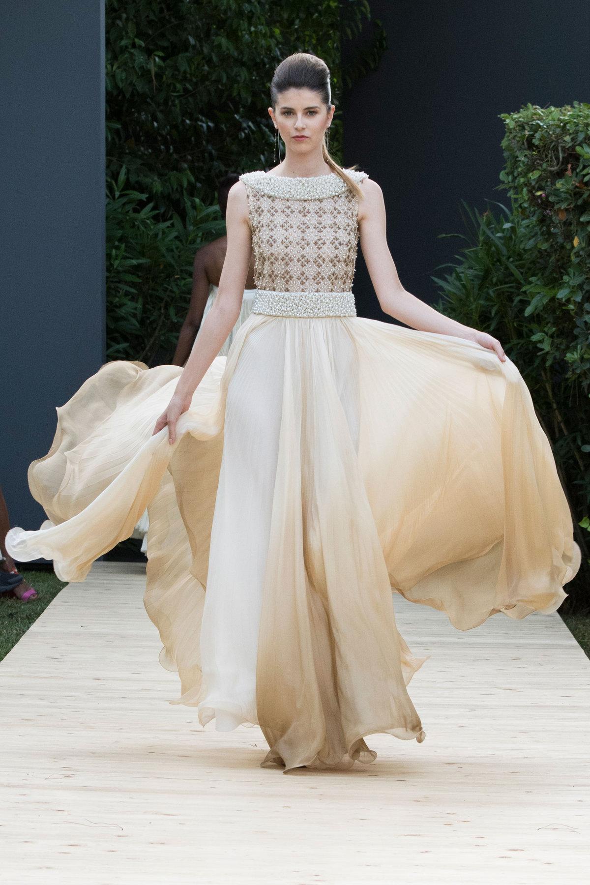 66e8bf8cf23 Цвета вечерних платьев в показе от дизайнера
