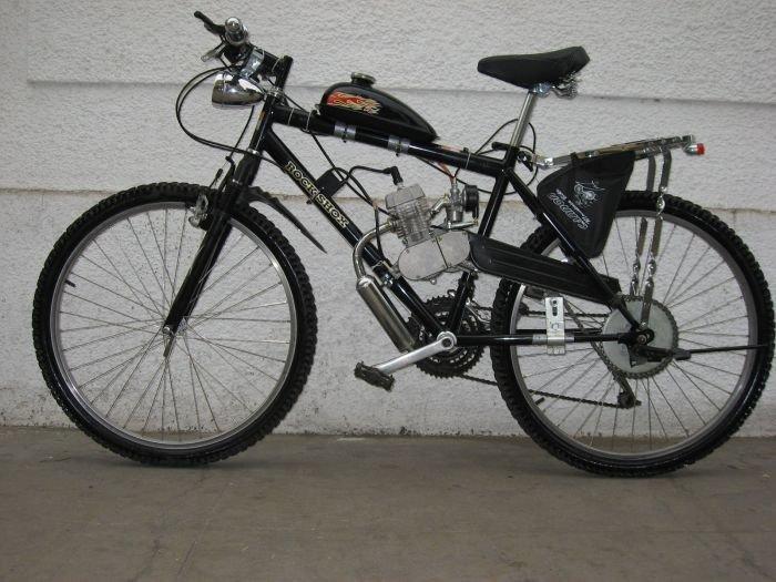 Делаем мопед из бензопилы и старого велосипеда