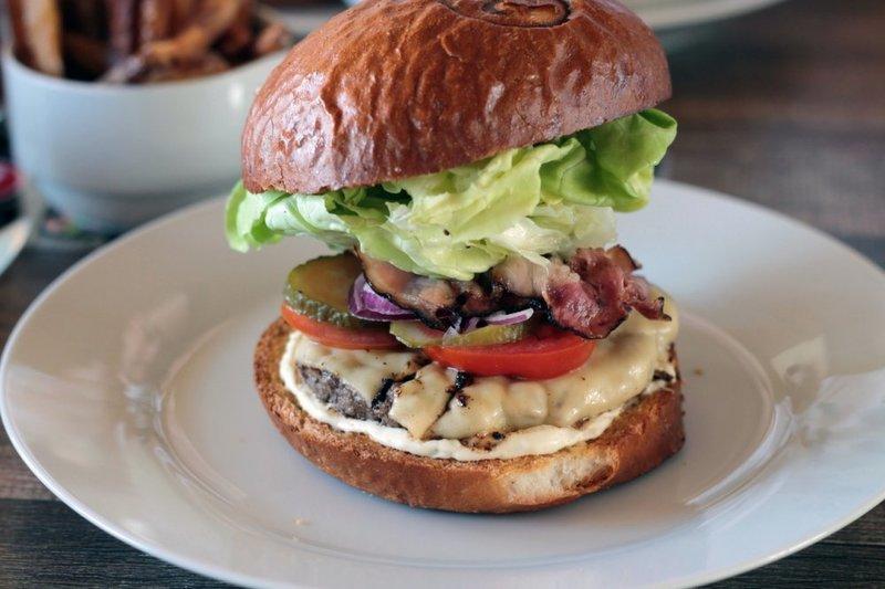 Рецепт приготовления гамбургера с беконом » Рецепты салатов, соусов, супов. Рецепты с фото