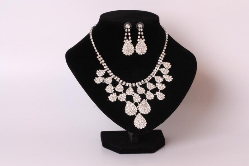 Свадебная бижутерия  - ожерелье треугольной формы