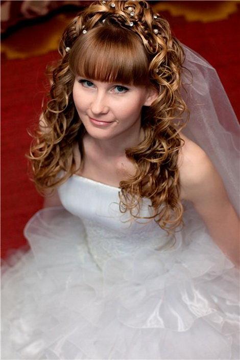 причёски с челкой на свадьбу фото
