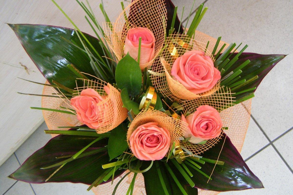 букеты цветов на свадьбу в подарок бьют, значит новый