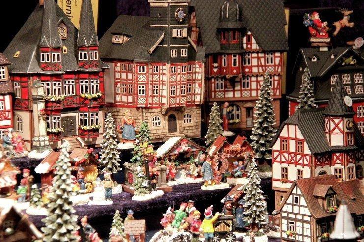 Ежегодно с 1570 года рождественская ярмарка разворачивается на площади вокруг кафедрального собора этого французского города.