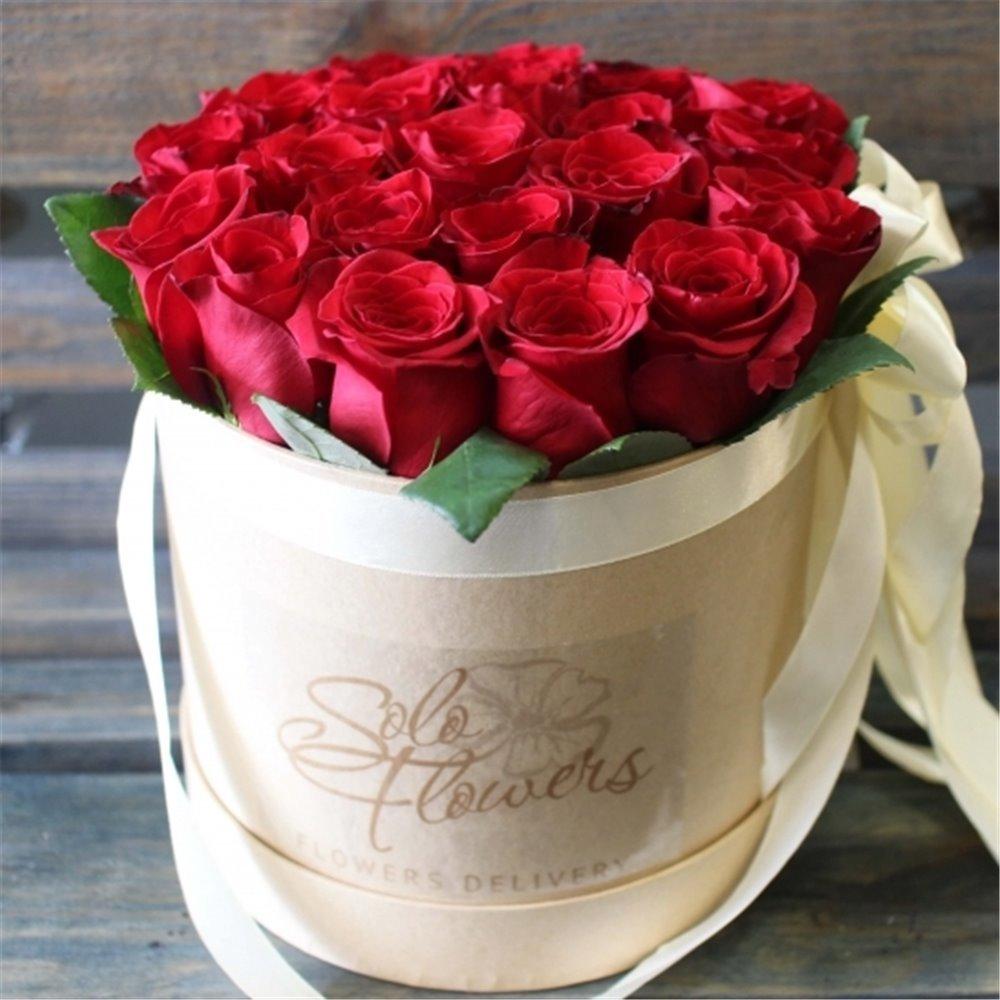 Розы в коробке открытка, марта