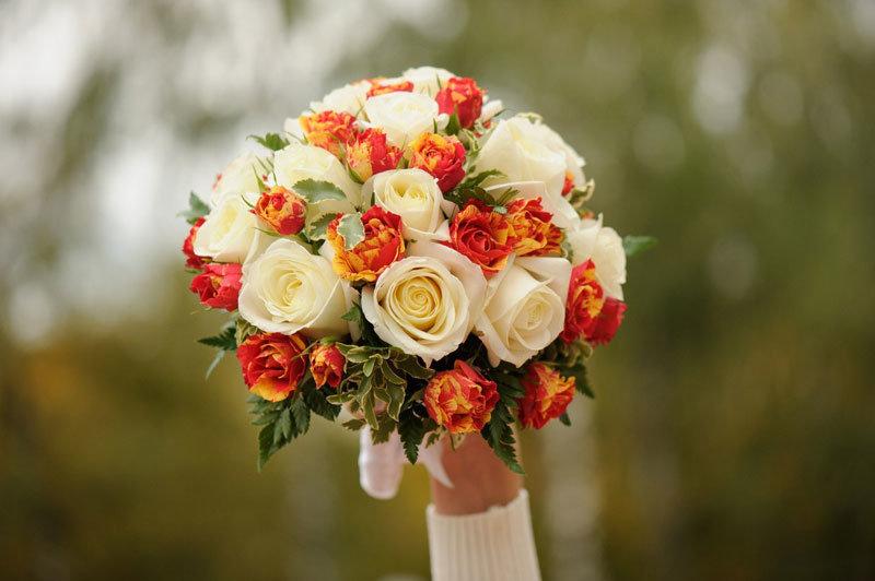 Красно белая свадьба букет фото